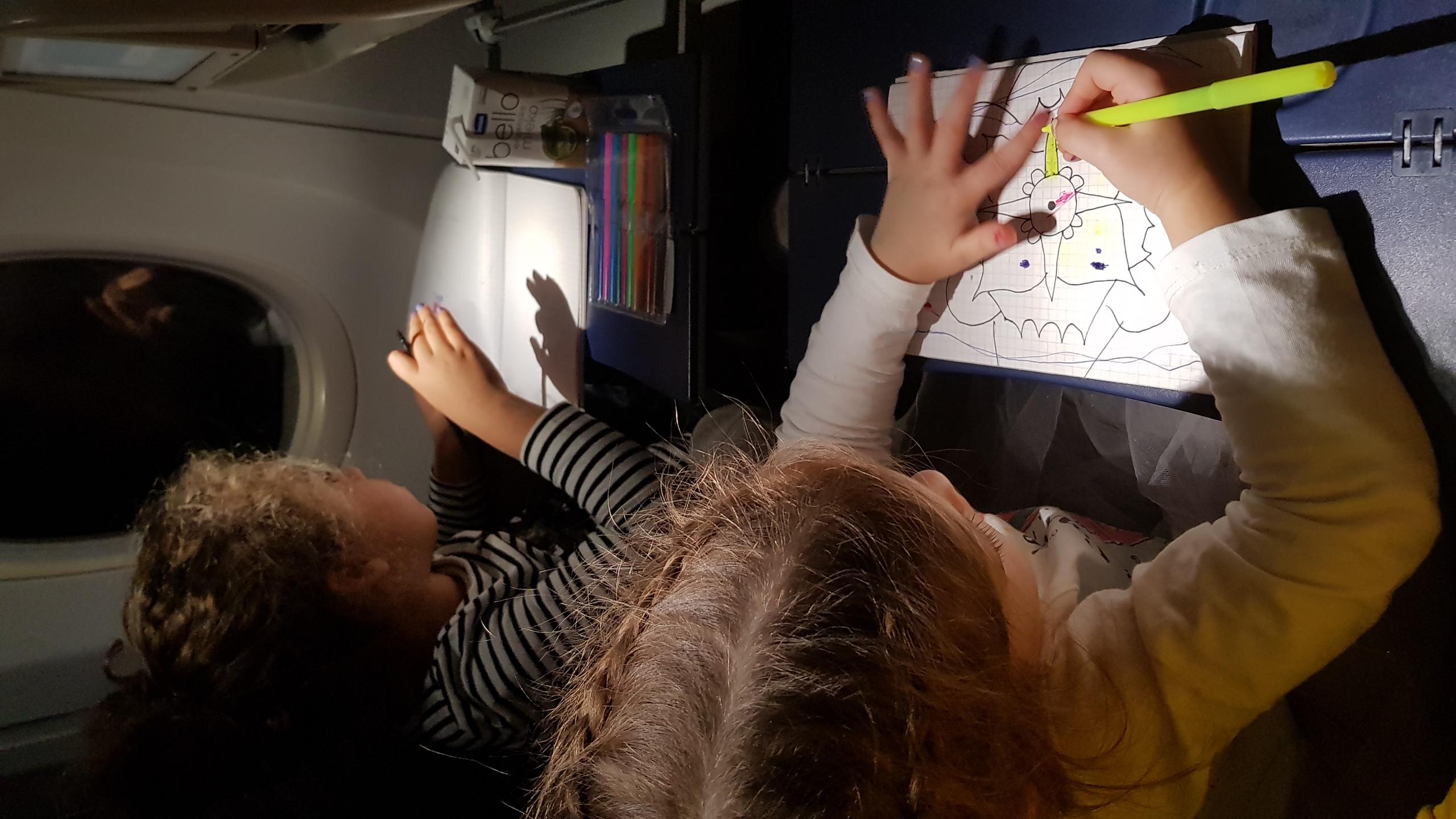 Deca u avionu